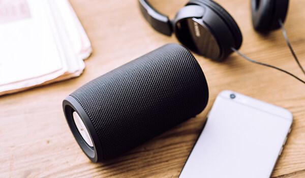 Ranking głośników Bluetooth prezentuje najlepsze przenośne głośniki bezprzewodowe