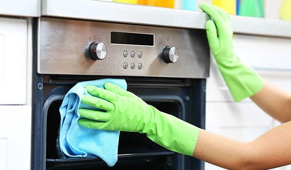 Podpowiadamy jak wyczyścić piekarnik domowymi sposobami
