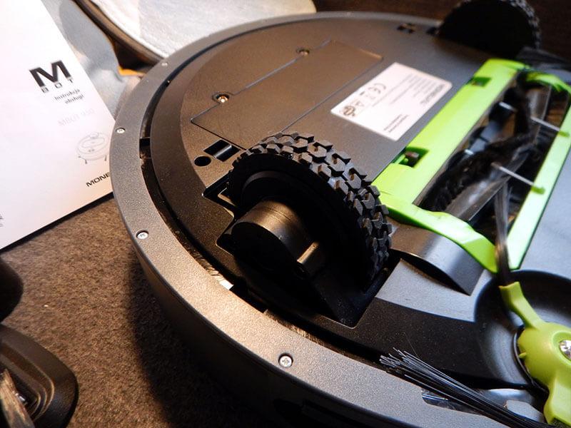 Test robota sprzątającego Moneual MBOT 950