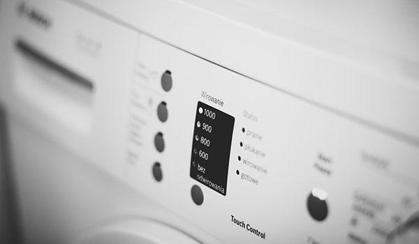 Podpowiadamy jak wyczyścić pralkę ze szlamu