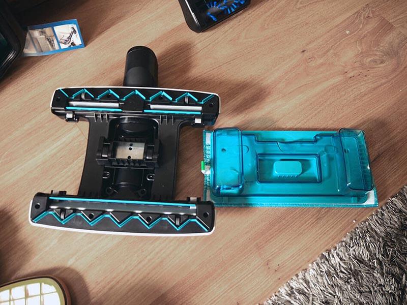 Rozłożona głowica mopująca Philips 8000 Aqua Plus XC8349/01