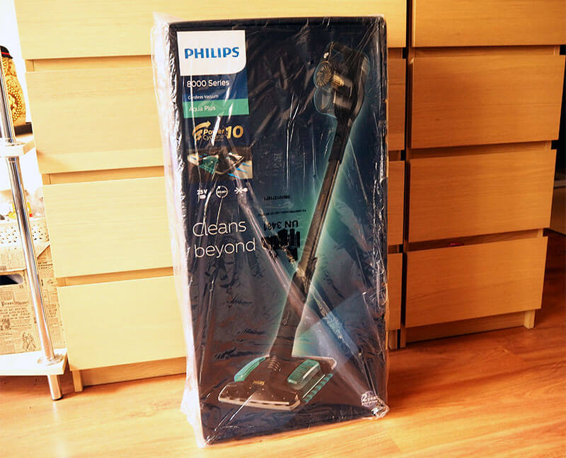 Opakowanie odkurzacza Philips 8000 Aqua Plus XC8349/01